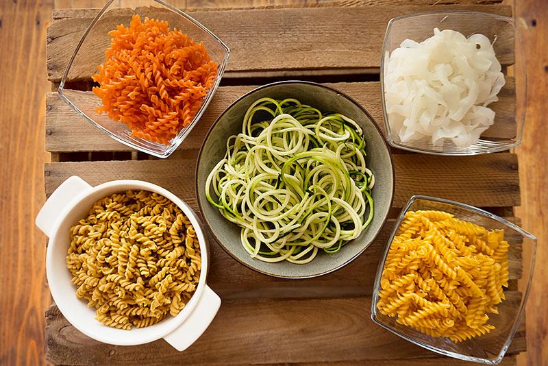 low-carb-nudeln wie konjak nudeln, kichererbsen nudeln, zucchini nudeln, rote linsen nudeln, protein nudeln