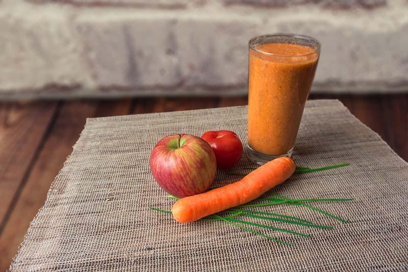 tomaten-apfel-karotten-smoothie