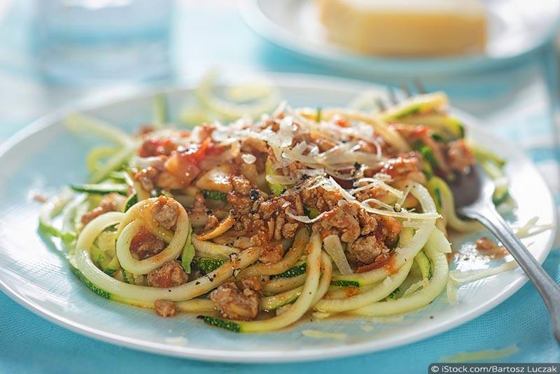 zucchini-nudeln bolognese