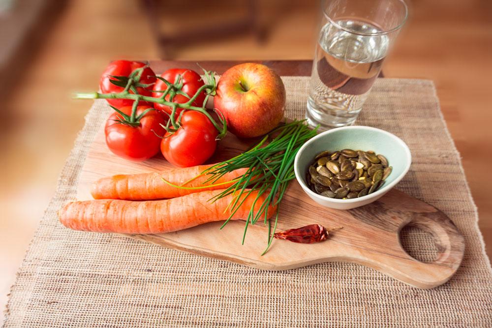 zutaten-tomaten-apfel-karotten-smoothie