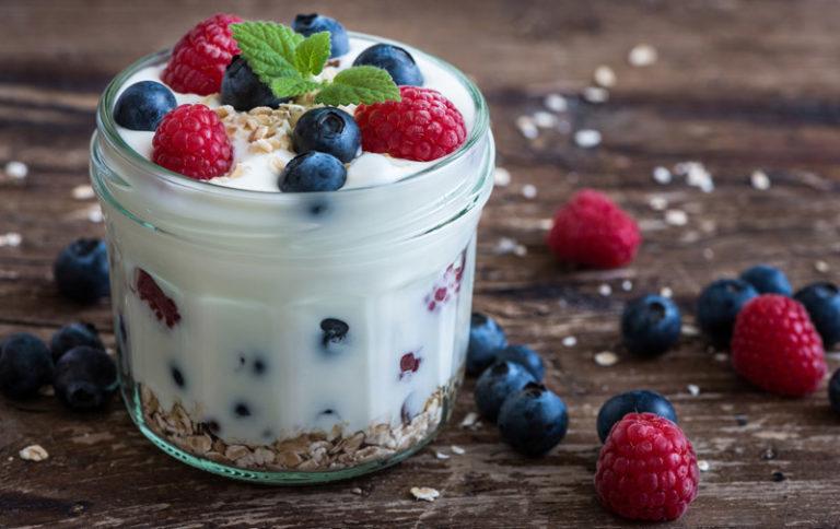Mit einem Joghurtbereiter lassen sich leckere Joghurtkreation ganz leicht selber machen