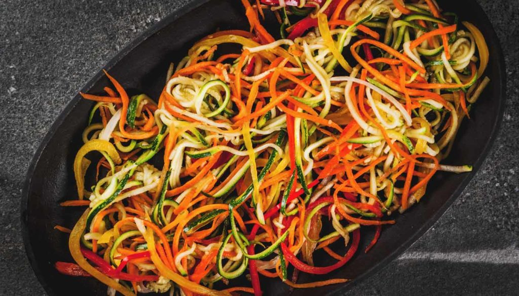 Verschiedene Gemüsenudeln selbst gemacht