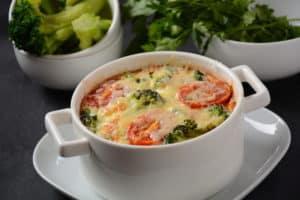 Low Carb Gemüseauflauf mit Brokkoli und Emmentaler