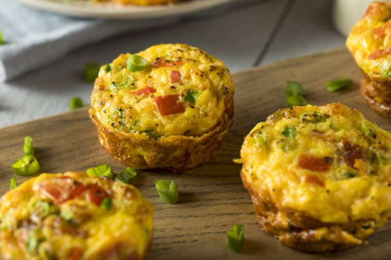 Hausgemachte gesunde Low Carb Frühstücks-Ei-Muffins